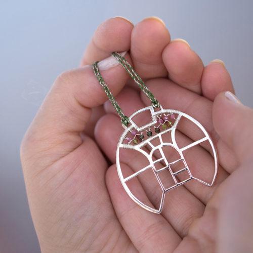 Neopakovatelný autorský náhrdelník ze stříbra Ag 925/1000 a turmalínů inspirovaný architekturou a vitrážemi.