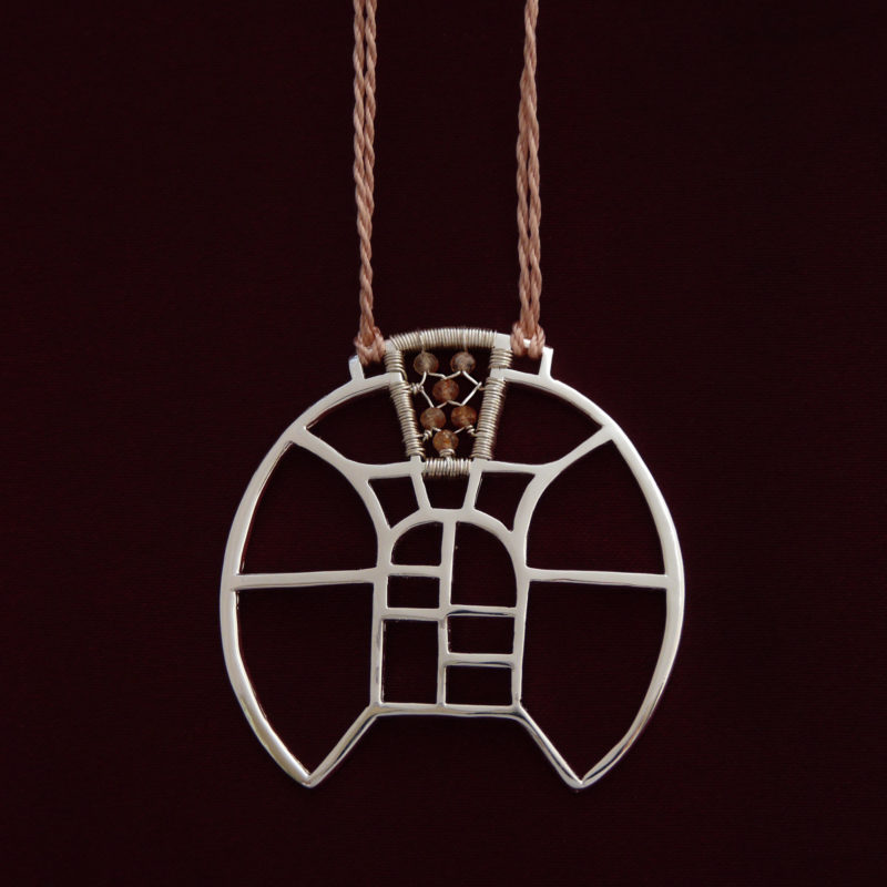 Neopakovatelný autorský náhrdelník ze stříbra Ag 925/1000 a slunečních kamenů inspirovaný architekturou a vitrážemi.