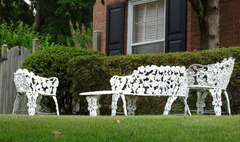 zajímavý zahradní nábytek z lakovaného kovu