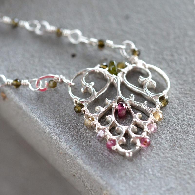 Autorský stříbrný náhrdelník inspirovaný volutovými motivy v architektuře