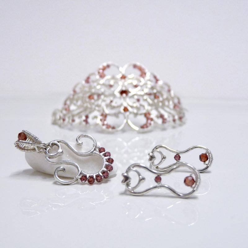 Autorské stříbrné šperky inspirované volutovými motivy v architektuře