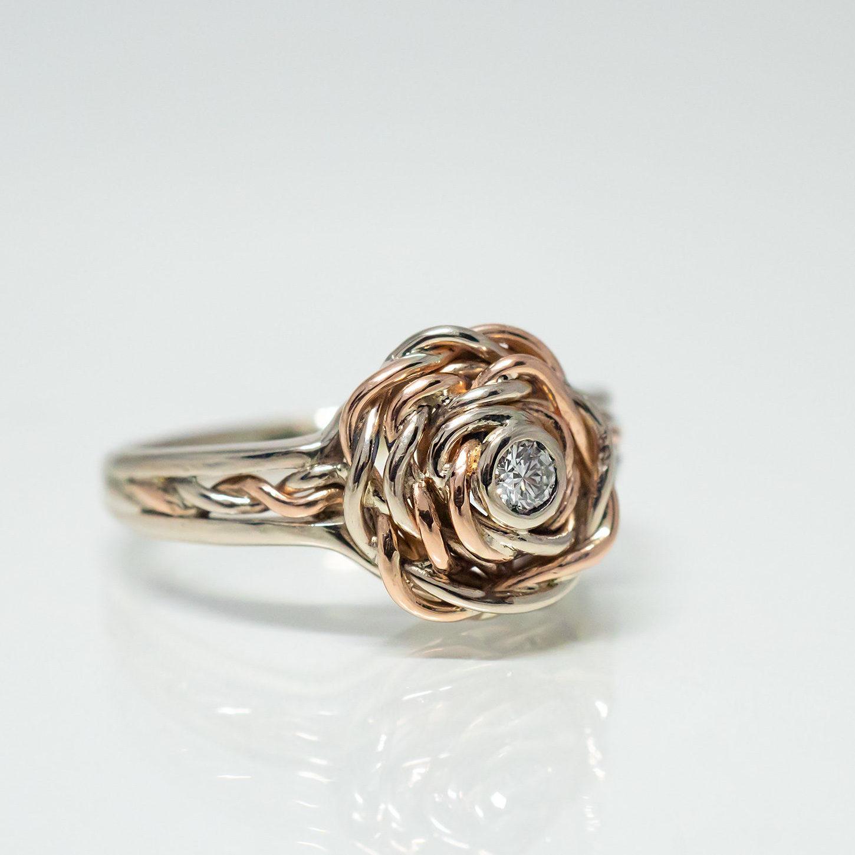 Prsten z červeného a bílého zlata s přírodním diamantem vyrobený na zakázku